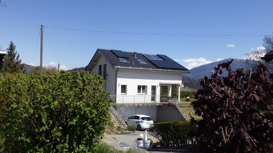 installation-de-panneaux-solaires-sol-air-concept