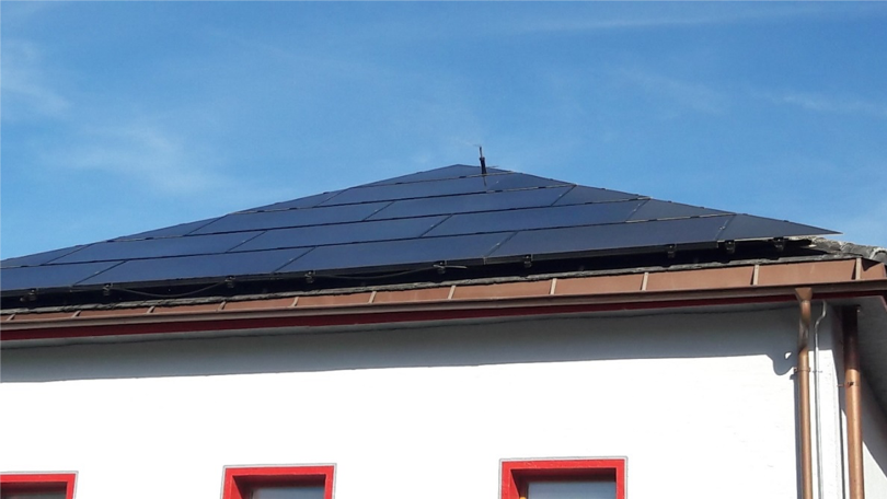panneaux-solaires-photovoltaiques-sur-maison-a-chalais